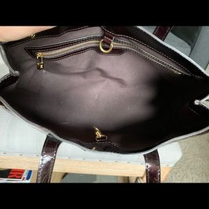 Louis Vuitton Bags - LOUIS VUITTON Vernis Wilshire PM GUARANTEED 💯